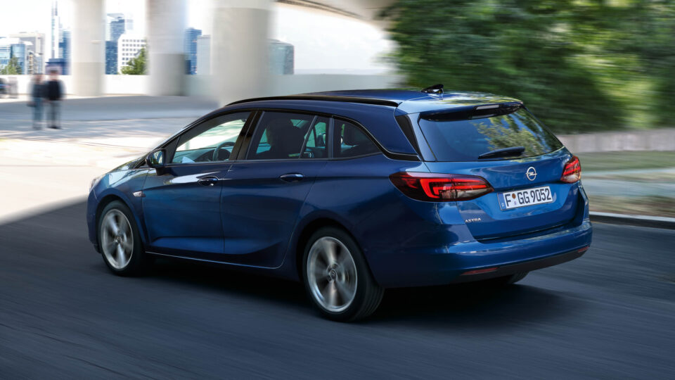 Opel_Astra_Exterior_driving